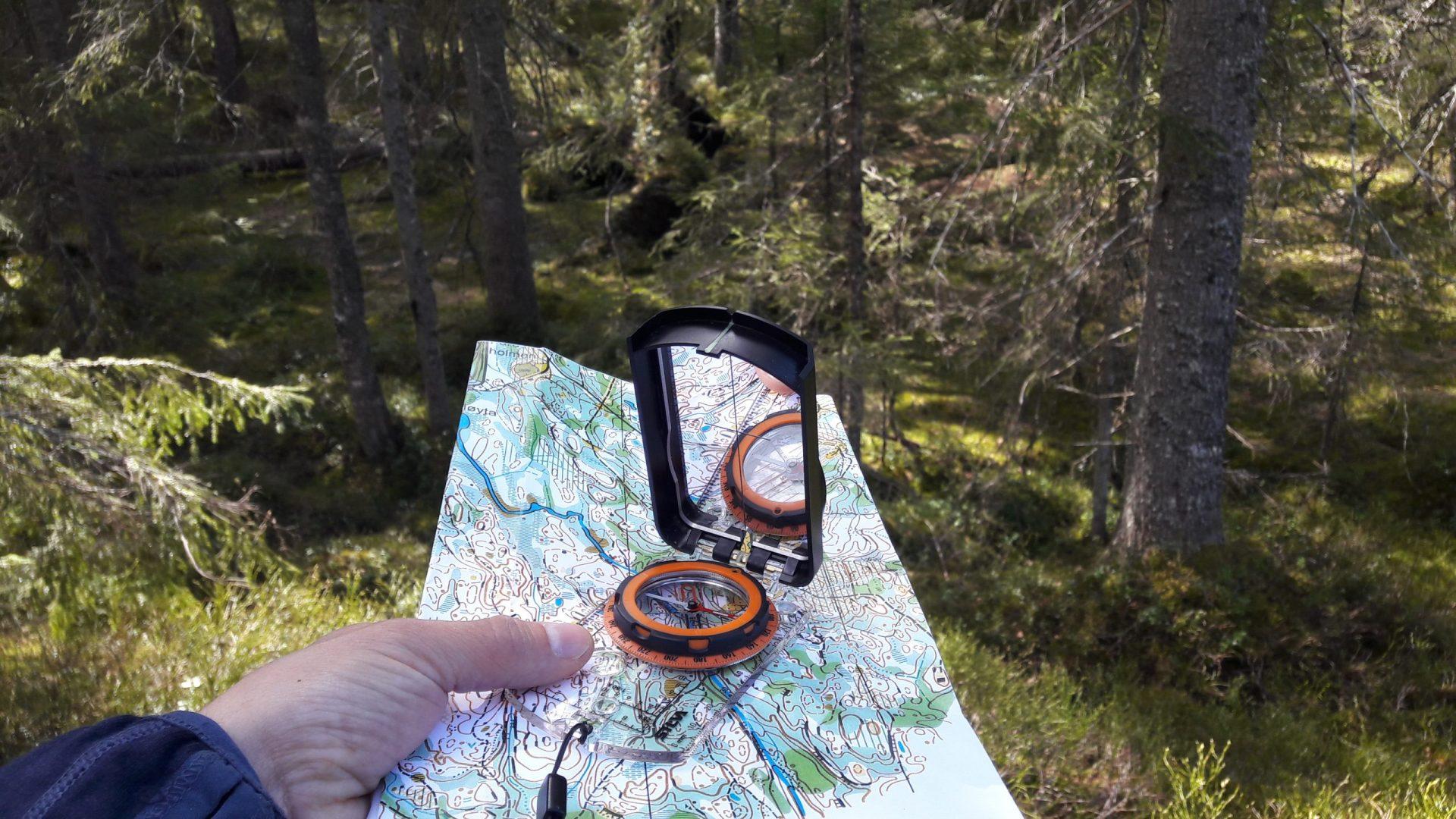 Illustrasjonsbilde kart & kompass