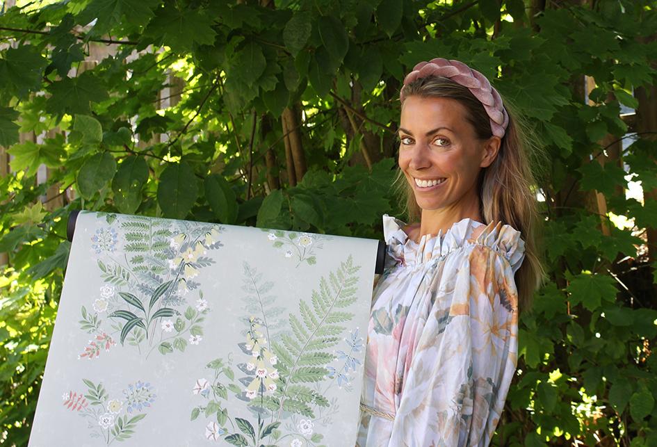 4 stiler til soverom-SOMMERLIG-Foto-BjørgOwrenIFIno.JPG/SOMMERLIG: Tapet med nordiske blomster skaper sommerstemning på soverommet hele året, sier Cecilie Dahm Rise.