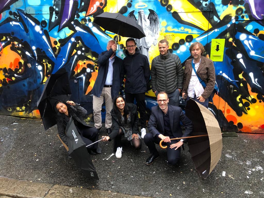 Jonas Aas Torland og resten av teamet i 7Analytics.