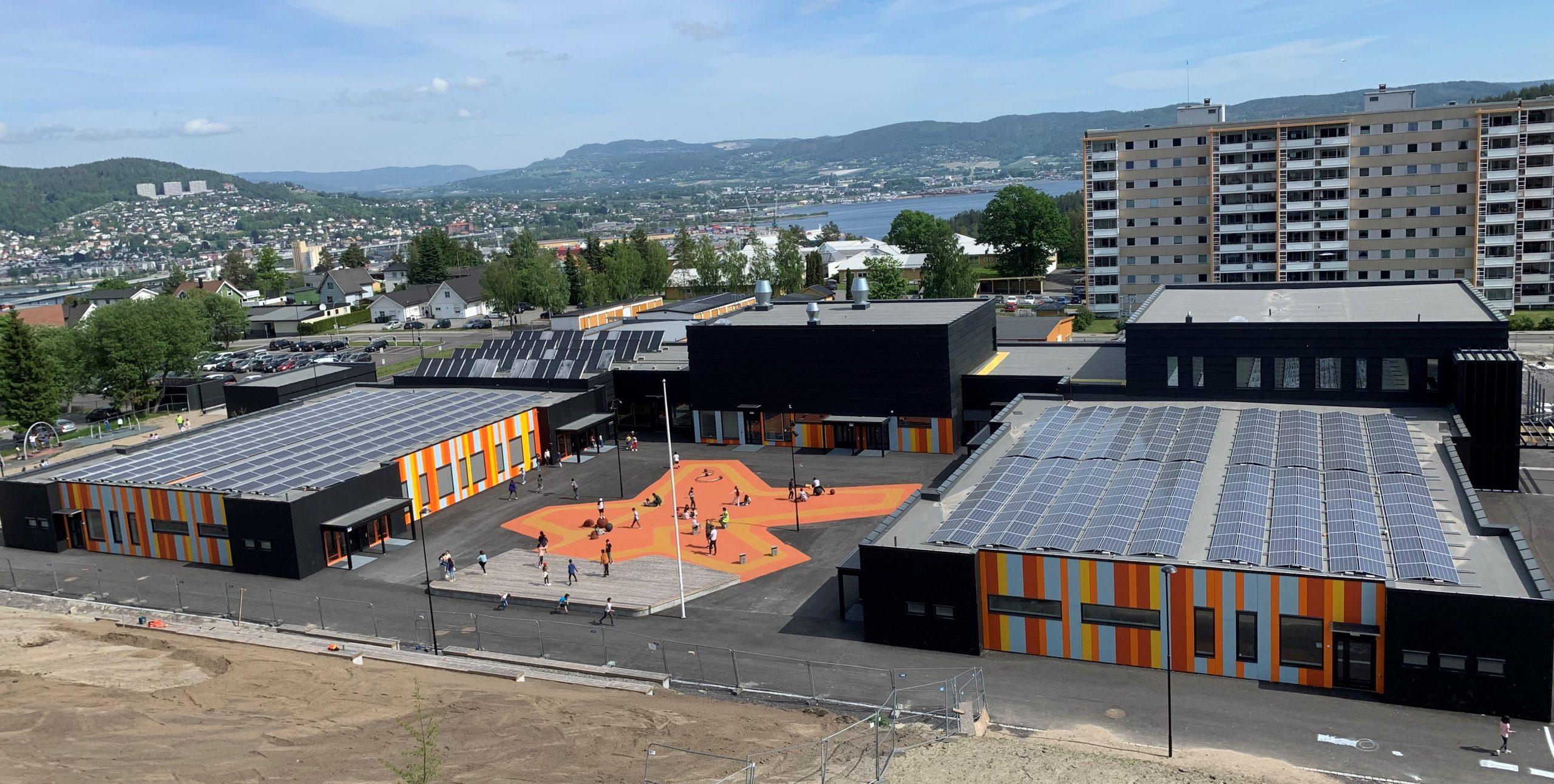 GeoTermos er et termisk batteri i fjellgrunnen, som ble installert på området Fjell i Drammen kommune i 2020.